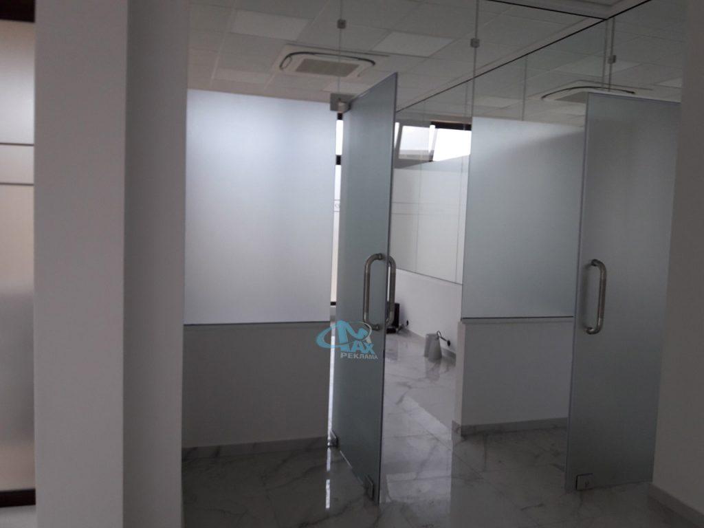 фолио на стъкла в студио Ортодент